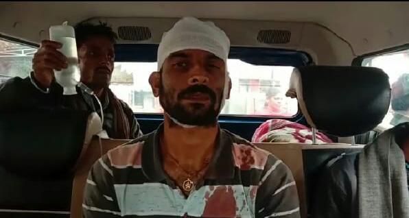 घोसी थाना के महमदपुर गांव में ट्रैक्टर रास्ते से ले जाने के विवाद में जमकर हुई मारपीट