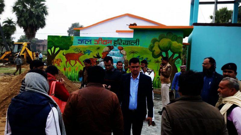 जल जीवन हरियाली को लेकर अमथुआ पंचायत में जिला पदाधिकारी, आरक्षी अधीक्षक, उप विकास आयुक्त ने किया निरीक्षण
