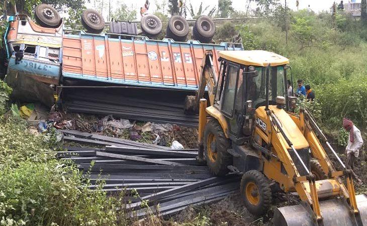 भागलपुर: ट्रक-बस की टक्कर में 9 मजदूरों की मौत / साइकिल से लौट रहे प्रवासियों ने ट्रक से लिफ्ट ली, जान गंवाई; किसी का गला कटा, किसी का माथा फटा