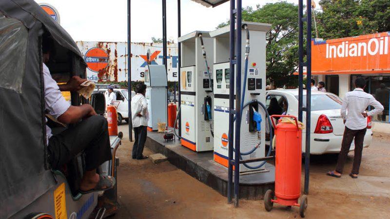 कोरोना संकट में महंगाई की मार – राज्य में पेट्रोल-डीजल की कीमत में दो रुपए प्रति लीटर की बढ़ोत्तरी