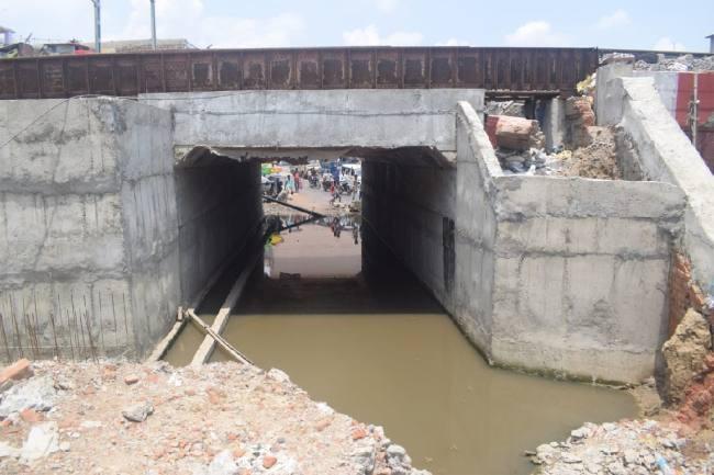 जहानाबाद राजाबाजार रेलवे अंडरपास में टूटे नाले को किया जाएगा दुरूस्त