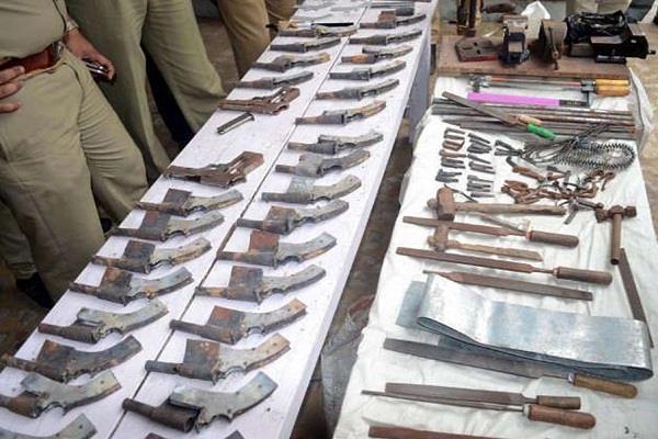 बिहार के वैशाली में अवैध गन की फैक्ट्री का भंडाफोड़, 1200 अर्धनिर्मित हथियार जब्त, 7 गिरफ्तार