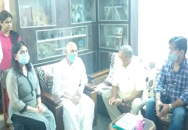 पटना में सुशांत के पिता से मिले नाना पाटेकर, कहा- नेक दिल इंसान था