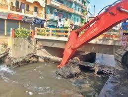 जहानाबाद शहर के नालों की सफाई और माेहल्लों से पानी निकासी में जुटी है नगर परिषद की सफाई टीम