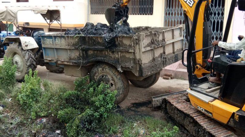 जहानाबाद जिला प्रशासन द्वारा जहानाबाद शहर में नाले की सफाई