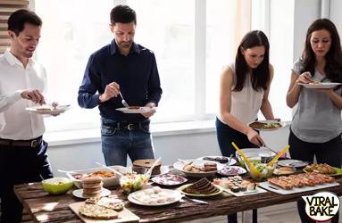 क्या आप भी खाते हैं खड़े होकर खाना तो तुरंत बदल दें ये आदत, सेहत को हो सकते हैं ये बड़े नुकसान