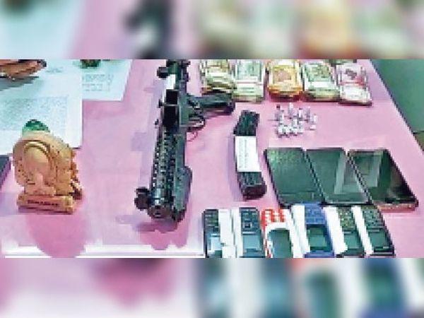 जहानाबाद: पुलिस और एसटीएफ ने कार्बाइन व ~2.85 लाख के साथ 5 हथियार तस्करों को दबोचा